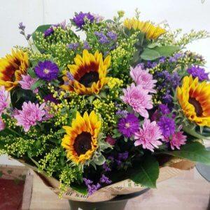 זר פרחים צהוב סגול