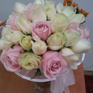 זר כלה ורד לבן ורוד