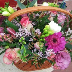 סלסלת פרחים רומנטית