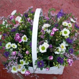 סלסלת פרחים שדה
