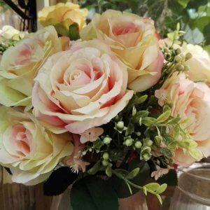 זר ורדים מלאכותי משי